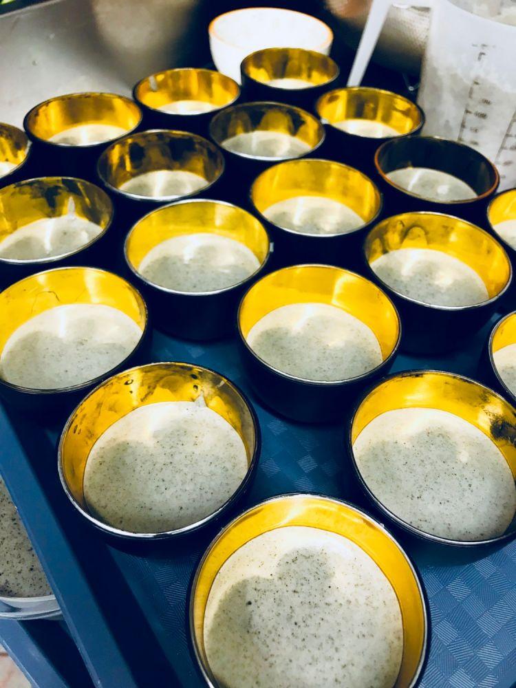 la préparation des pannas cotta mangue/litchi